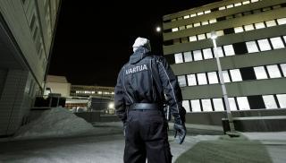 Vartija yötyössä talvisessa maisemassa. Kuva: Patrik Lindström